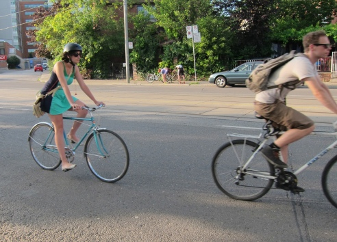 SCcycles_passersby_luvelo