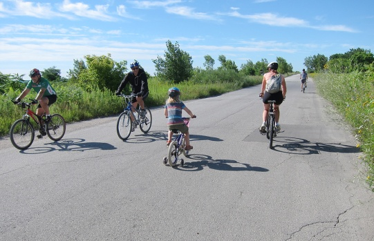 LeslieSpit_cyclists-luvelo